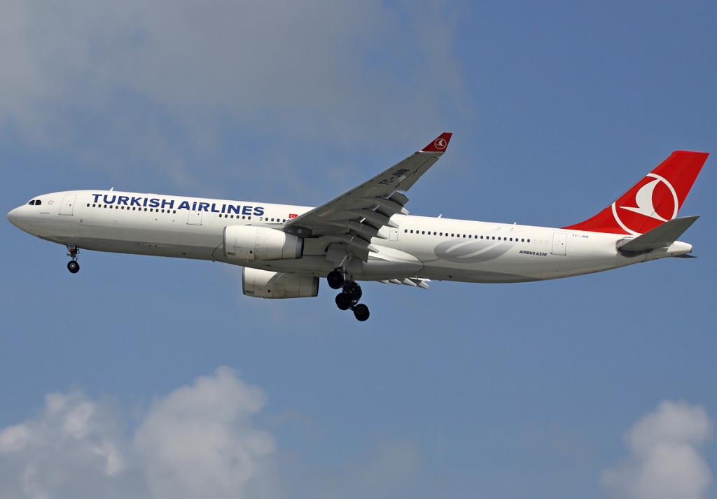 Turkish_Airlines_A330-300_TC-JNN_SIN_2012-2-10